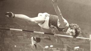 Foto di salto ventrale nella disciplina del salto in alto